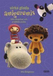 """<b>Amigurumi - svårt att säga, lätt att göra! </b><b>Den tredje boken med härliga amigurumi-mönster är här! """"Virka glada amigurumis"""" är fullmatad med roliga figurer, nya tekniker och underbara, användbara skapelser. </b>Och precis som tidigare finns det såklart virkskola och mönster i alla svårighetsgrader så att både nybörjare och vana virkare kan hitta passande projekt. 2009 släpptes Mia Bengtssons första bok """"Virka amigurumi"""" och den..."""