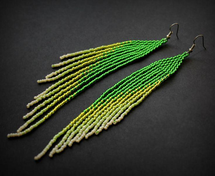 Длинные зеленые серьги из бисера. Авторская бижутерия ручной работы