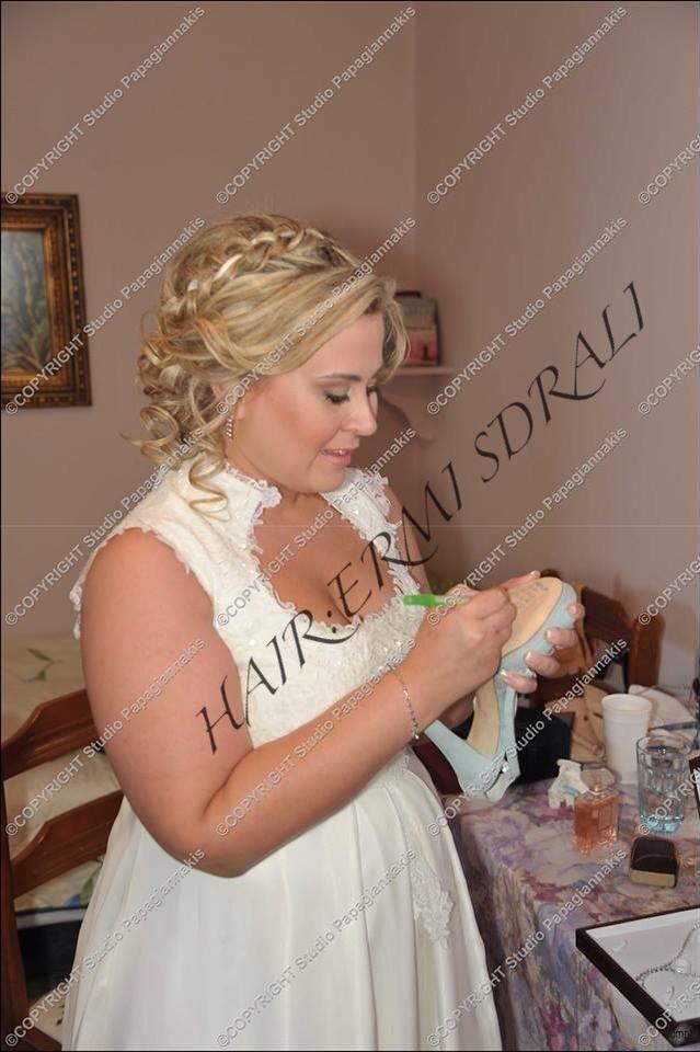 Sweet Wedding Hairstyle For Medium Length Hair. hair by Ermi Sdrali @Hairmine #styel #wedding #bride #sweet #love #perfectdayofmylife www.hairmine.gr