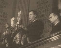 En esa misma época los Estados Unidos de Norteamérica declararon la guerra a Alemania. México le declaró la guerra a los países del Eje. El Gobierno del General Ávila Camacho coopera en la victoria de los aliados en la Segunda Guerra Mundial, con el envío de miles de trabajadores a los Estados Unidos de Norteamérica, de petróleo y otros artículos que se producían en el país.
