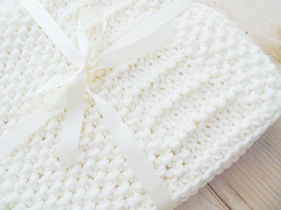 Guarda questo articolo nel mio negozio Etsy https://www.etsy.com/it/listing/222818299/coperta-bianca-patchwork-60x70-cm-ai