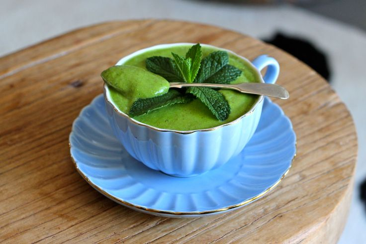 The Creamy Green Smoothie with Apple and Mint - The Holistic Ingredient