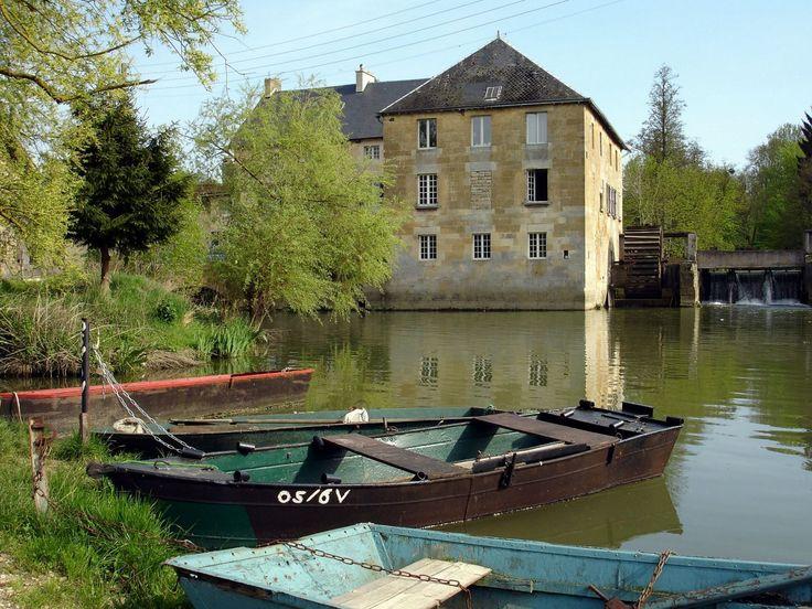 Le Moulin le Cygne vous accueille chaleureusement toute l'année, aux portes de la #Belgique et des #Ardennes, dans la #Meuse, dans cet ancien moulin à eau rénové située à quelques pas du centre–ville de #Stenay.