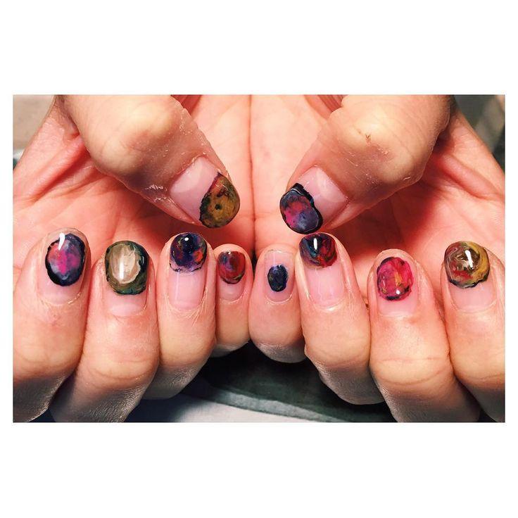 色を混ぜて絵画のようなデザインに。 サラちゃん @saramary12 ありがとう✨ #nails #nail #nailart #art #artwork #ネイル #ネイルアート#ジェルネイル #navyhouse