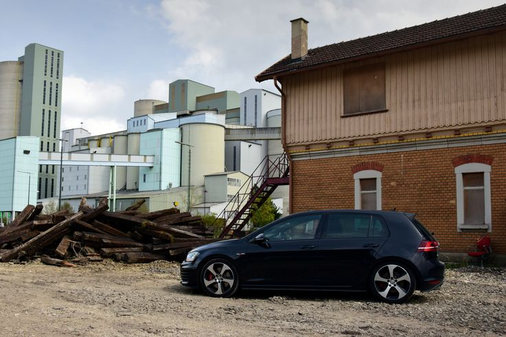 VW Golf VII (MK7) GTI Performance in front of an old building
