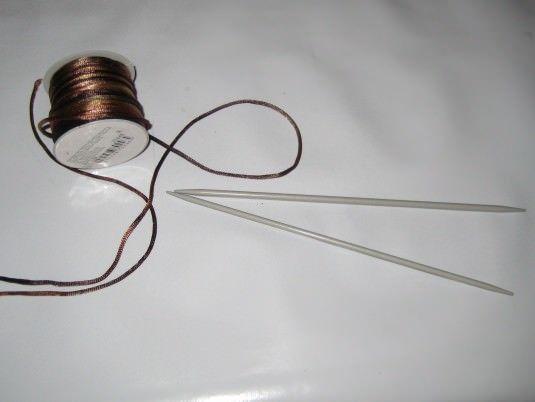 tejer pulseras con dos agujas