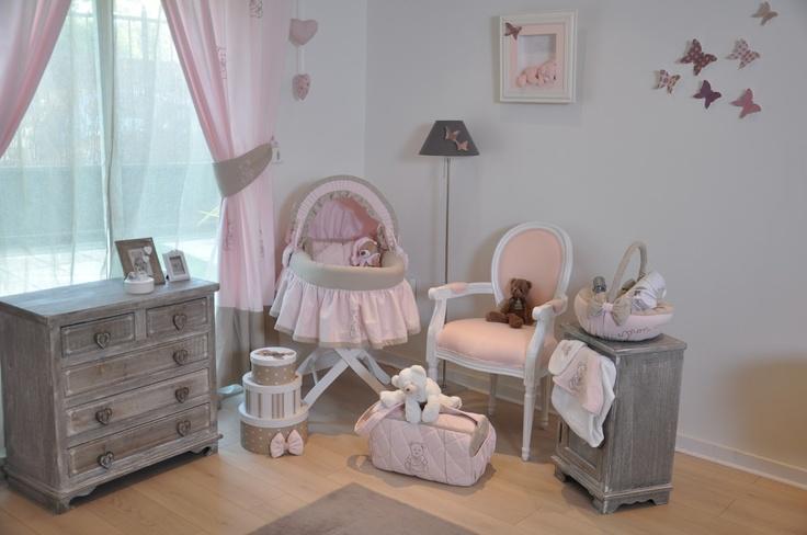 Trousseau de bébé Théme Girly   Couffin jupon Taupe et rose, panir de produit et sac de matérnité