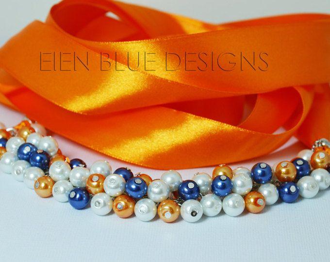 Collar de perlas blanco, azul marino, naranja. Grueso collar de perlas, collar de racimo azul marino y naranja. Cinta lazo babero collar, collar azul marino y naranja