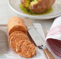 Tomaten-Chili-Butter: Fruchtig und leicht scharf schmeckt diese Butter zu Baguette, Fisch, Fleisch oder Kartoffeln.