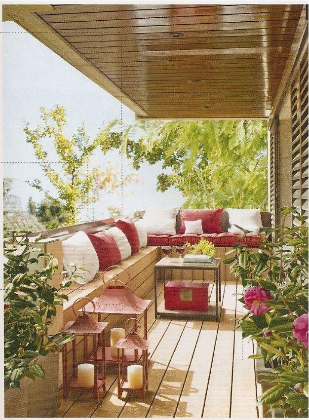 Varanda teto de pvc de cor madeira