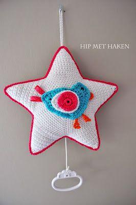 Crochet music box star. Free pattern of star and bird. Gehaakt muziekdoosje ster.