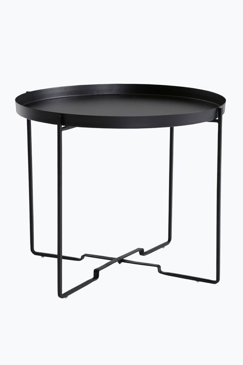Sofabord med avtagbart brett. Sammenleggbart stativ. Av metall. Ø 57 cm. H 48 cm. <br><br>