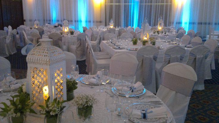 Bautizos centros de mesa para bautizo faroles con velas for Decoracion de mesa para bautizo