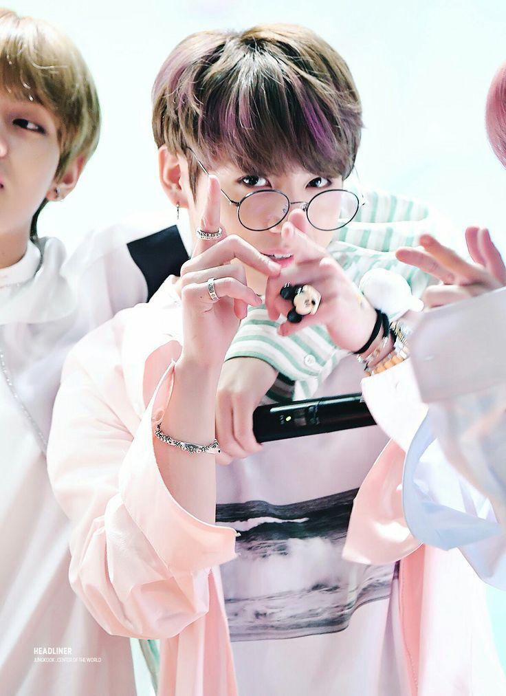 Jungkook❤ BTS Aladin Fansign (170223) #BTS #방탄소년단
