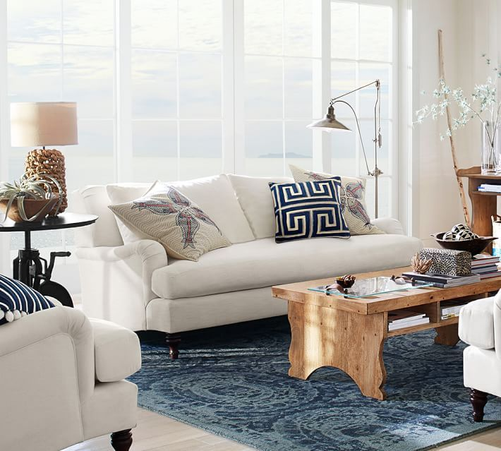 The secret to coastal decor lies in decorating with blue and white.