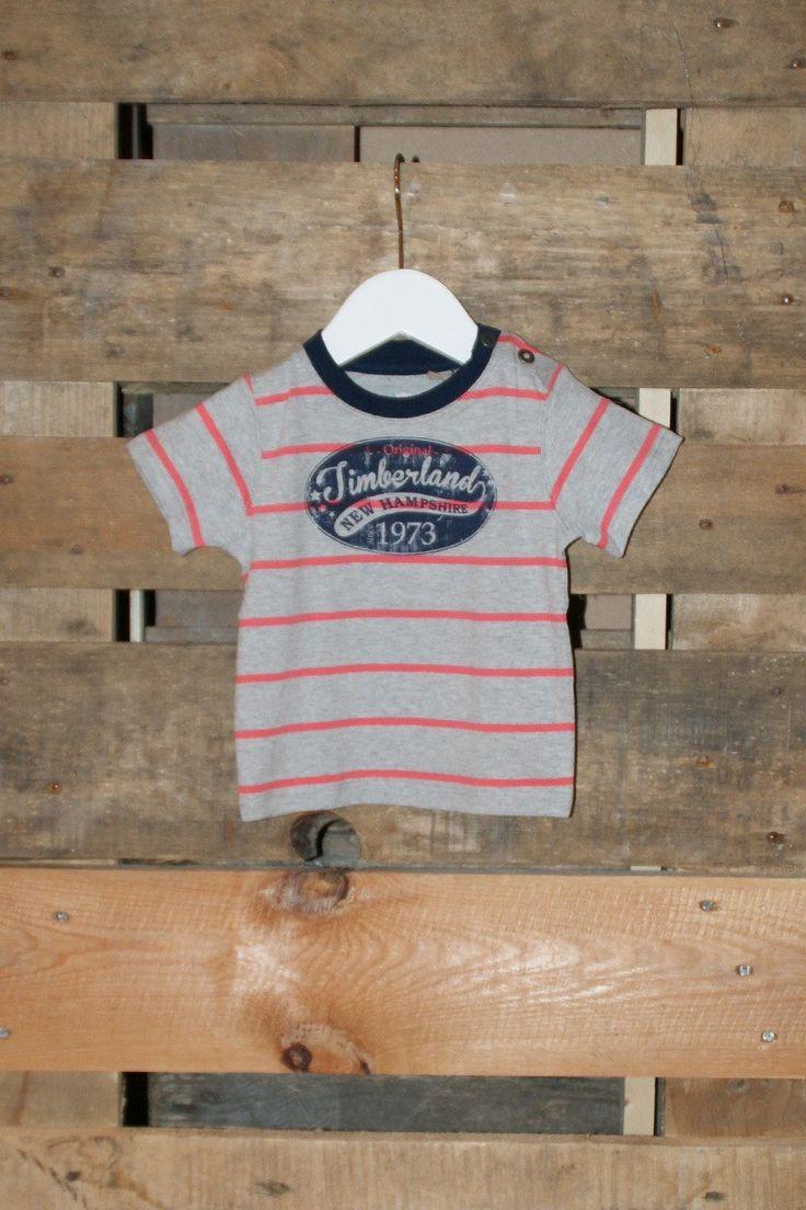 Mooi gestreept shirt van Timberland met grijs en donker koraal. Super stoer op de echte Timberland jeans voor boys.
