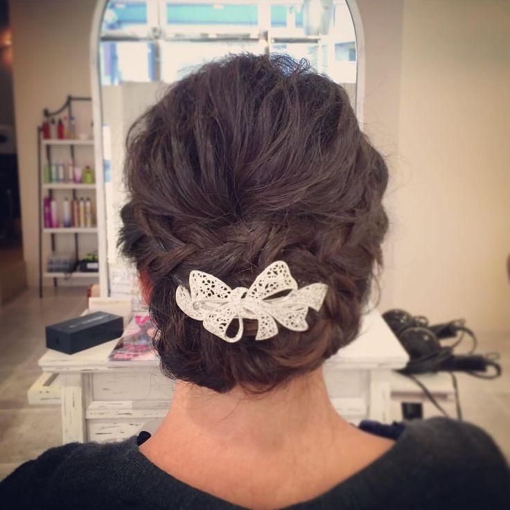 today's hair style☆  リボンモチーフのバレッタが編み込みと合いますね☆ トップは面にせず、軽さを出して!  #ヘアセット #セット #アップスタイル #シニヨン #編み込み #波ウェーブ #ツイスト #ねじねじ #ふわふわ #シンプル #結婚式 #ルーズ  #フェミニン #ブライダル #パーティー #ありがとう  #ヘアアクセサリー #京都  #t2style #love  #courarir #courarirhair #courarirkyotoekimae #courarirhairkyotoekimae