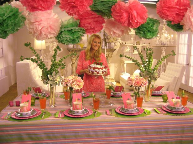 Sandra Lee Tablescapes from FoodNetwork.com  Garden Fresh Party  Pretty in pink — and green — Sandra's pastel palette and spring theme bring this tablescape to life.