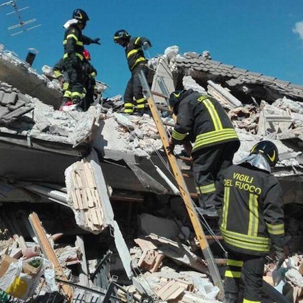 Una squadra impegnata nelle ricerche #Amatrice #Terremoto