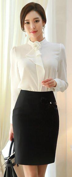 Look básico preto e branco sem dúvidas a blusa é o ponto alto do look