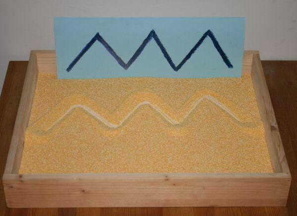 Montessori sand tray - lavagna di sabbia