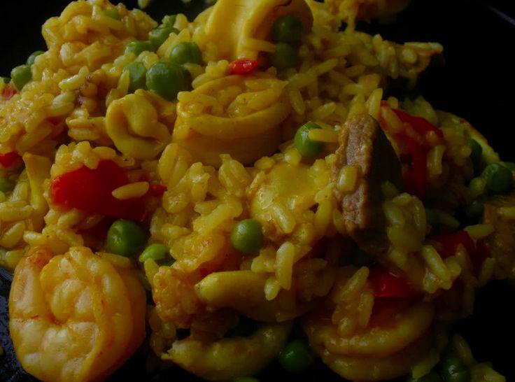 Receita de Arroz à Valenciana  Receita do tradicional e saboroso Arroz à Valenciana! Difícil é não gostar!  Receita completa em http://www.receitasja.com/arroz-a-valenciana/