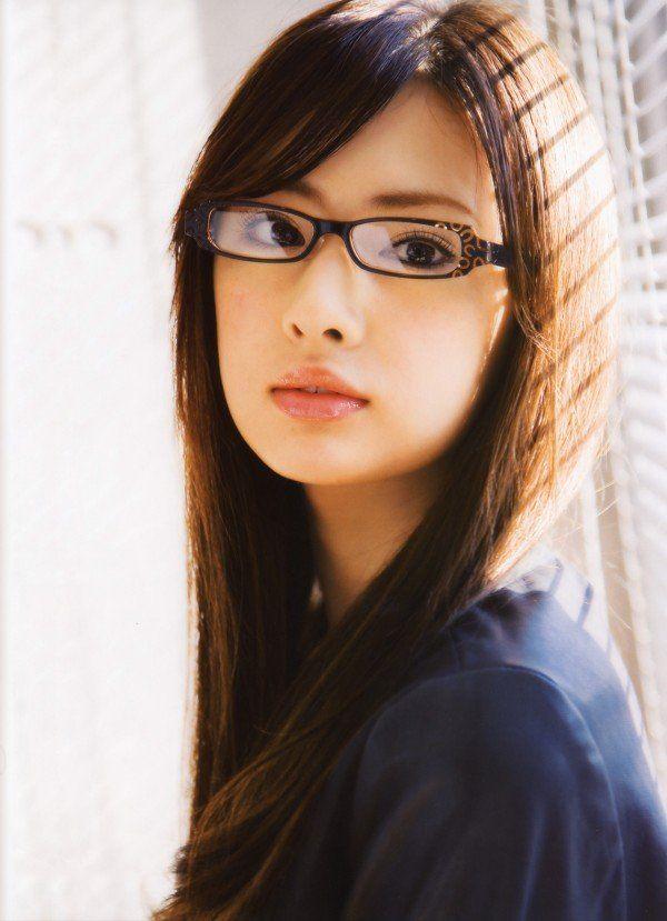 優等生感の漂うダークブラウンのストレートヘア♡ 北川景子の髪型一覧。