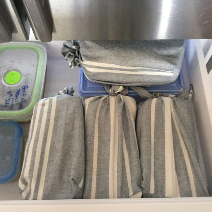 Sew your own reusable bread bags : tutorial : This is my bread stored in cloth bags in the freezer.