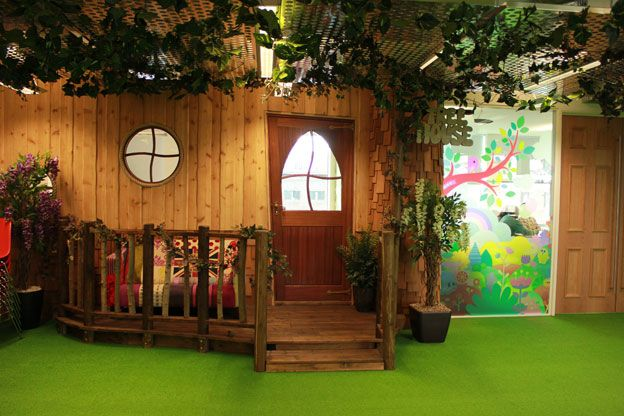 Mind Candy, the company behind children's game Moshi Monsters, has an office that encourages employees to think like its customers. It is based at the Silicon Roundabout at London's Old Street and has a wooden treehouse and gingerbread house as meeting rooms, a colouring-in wall and quiet areas that look like hobbit holes.