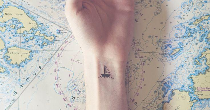 Diminutos tatuajes emparejados con fondos conjuntados, por Austin Tott | Bored Panda