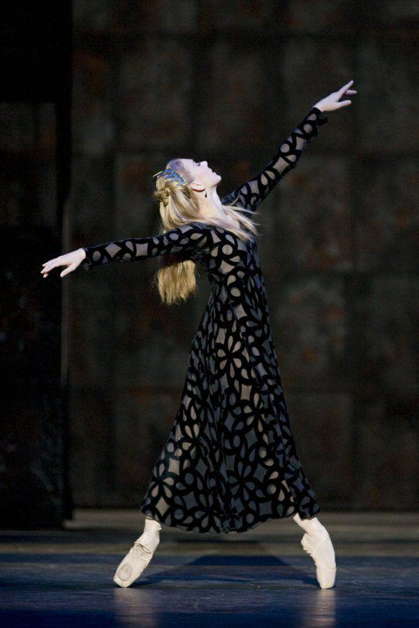 tenue de danse moderne, danseuse gracieuse