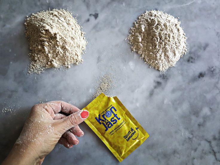 I dag ska vi alltså baka BRÖD menförvänta dig nu ingen fluffig baguette för då kommer du bli besviken. Det här är fiberfrallor. Som i: frallorav fiber. Små hälsosammasaker utan gluten och mejeriprodukter, bakade på durramjöl och i 100 grader. Förföriskt goda med lite avokado och havssalt. Men, som sagt: inget fluff. Kanske, kanske, kanske …