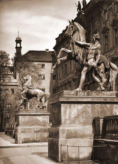 Berlin: Rossebändiger auf den Schlossterrassen
