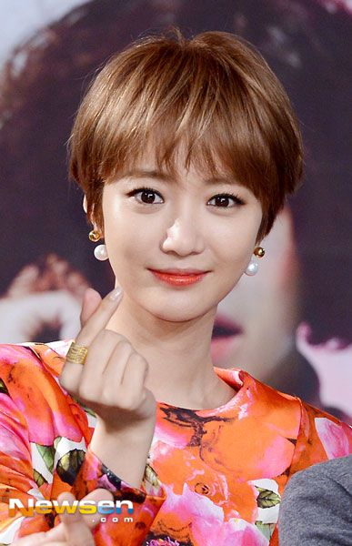 centeriGo Joon Hee rocks a feminine dress with her boy cut icenter br The cast of upcoming MBC drama strongiShe Was Prettyistrong gathered for a production presentation, held at MBC′s Golden Mouth Hall in Seoul′s Sangam-dong on September 14. br strongiPhoto Credit: NewsenLee Ji Sukistrong