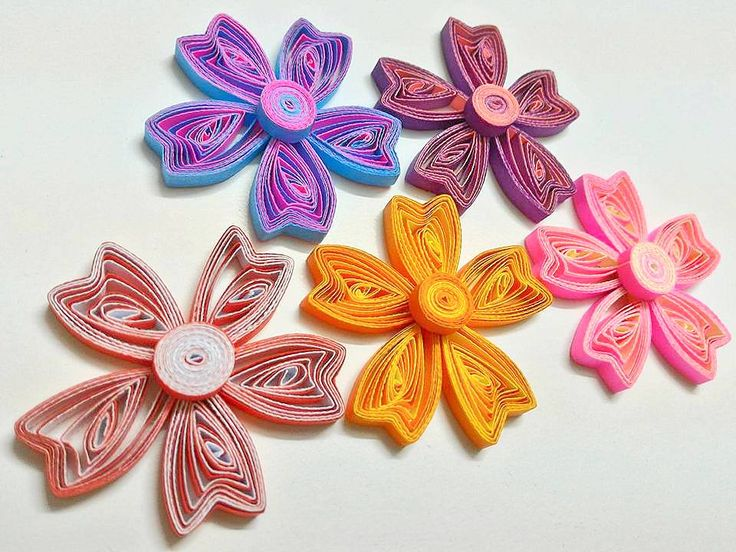 To be honest I have been wanting to make this quilling flower tutorial for a long time already ever since I made my own handmade slott...