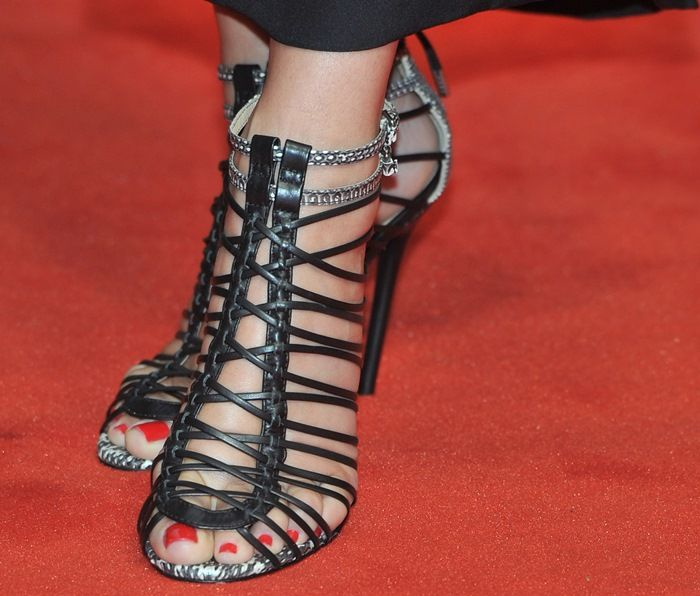 Sandra Bullock in gorgeous strappy sandals from Gwen Stefani's L.A.M.B.