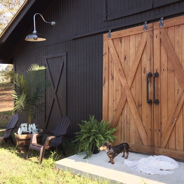 Black Barn With Natural Wood Stained Barn Doors Such A Beautiful Place Don T Forget The Vintage Goosen Modern Farmhouse Decor Diy Farmhouse Decor Black Barn