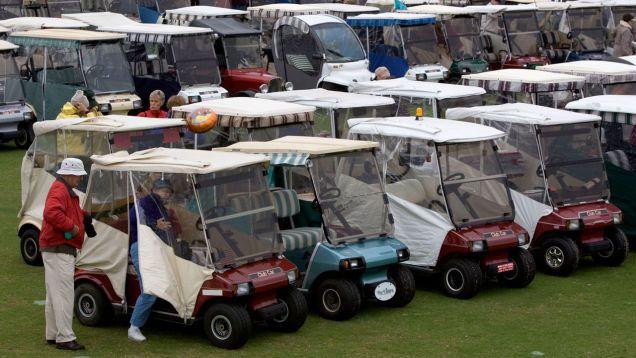 Policías Descubrir Laboratorio De Metanfetamina, Carrito De Golf Chop Shop En La Comunidad De Retiro De Garaje