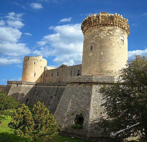 VENOSA (Città di Orazio) - IL CASTELLO       #TuscanyAgriturismoGiratola