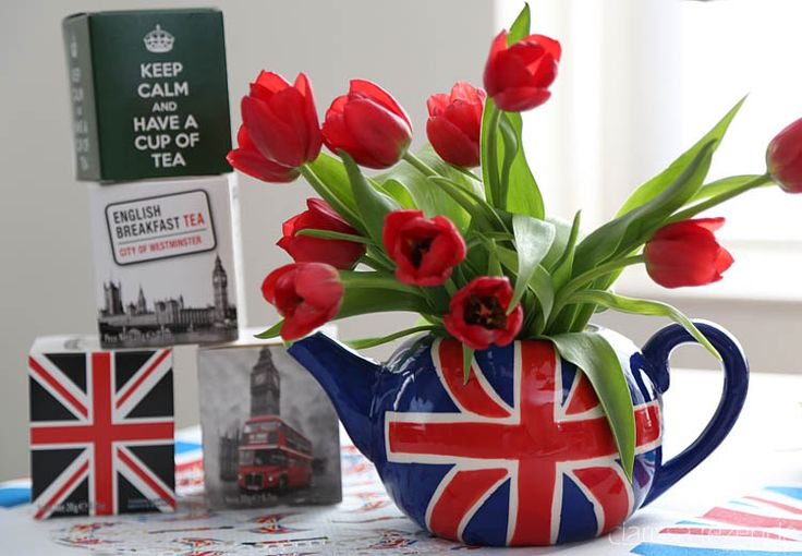 Tea and tulips in a British themed breakfast / nice idea for when the little British prince or princess is born :)