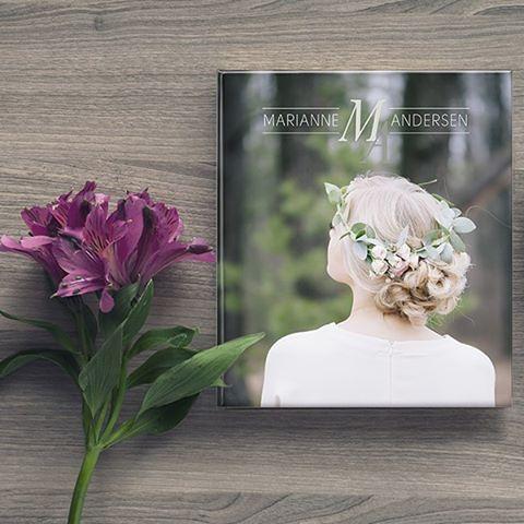Enkelte dager og anledninger fortjener sin egen bok. Gjør noe helt unikt med øyeblikkene som betyr noe for deg! #fotoknudsen #bildeglede #fotobokentusiast #fotoknudsenfotobok #minfotobok #gave #glede