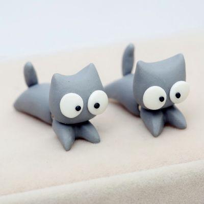 Grå katte øreringe, 49 kr. Se vores mange sjove øreringe af plexiglas, eller smykkeler. http://uglenimosen.dk/produkter/71-sjove-oereringe/