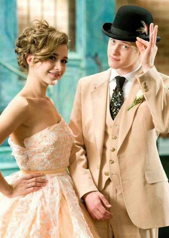 Just thought I'd show you this pin. They're still my favorite East High couple. Man, she's so pretty.