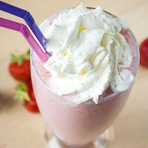 Willkommen zum siebten Teil meiner Starbucks-Reihe. Heute habe ich für euch einen lecker-sommerlichen Strawberries & Cream Frappuccino. Ein Frappuccino ist ein von Starbucks erfundenes Getränk,…