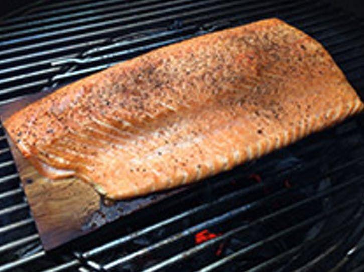 Salmón Ahumado En Tabla De Cedro Pescados Y Crustáceos Receta Salmon Ahumado Ahumado Pescado