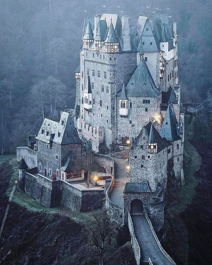 1448 best castles fortresses mansions images on for Stay in a haunted castle in scotland