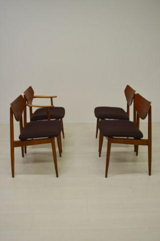4 Deense teak stoelen plywood rug met nieuwe wollen bekleding.  1 stoel heeft armleuningen.  In goede vintage staat.  Prijs voor set.