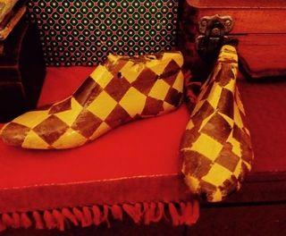 Zapatos madera pintados a mano y vitrificados, $15 mil pesos