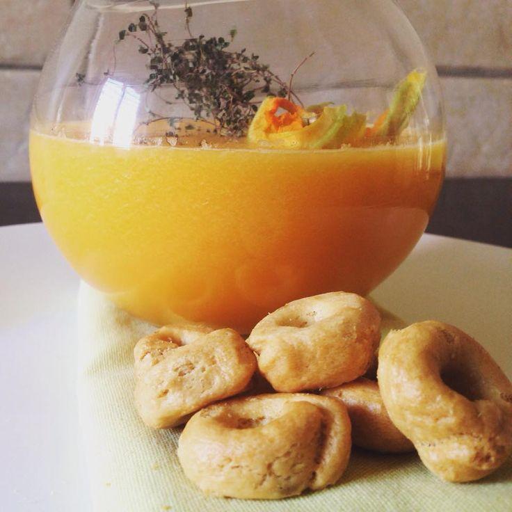 Daniela&Diocleziano: Smoothie di melone cantalupo e fiori di zucca con timo limoncino e tarallo pugliese