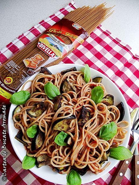 O reteta usoara dar delicioasa de spaghete integrale cu vinete şi usturoi, numai buna pentru o masa frugala sau pentru un meniu vegetarian sau de post.